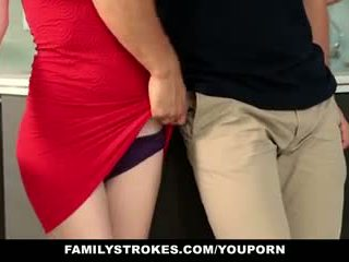Familystrokes - крок sister sucks і fucks брат під час thanksgiving dinner
