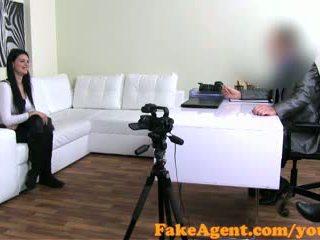 realybė, oralinis seksas, sofa