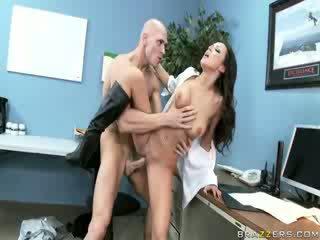 Female veiligheid guard having seks