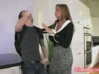Belle mère julia ann fucks stepson en cul!