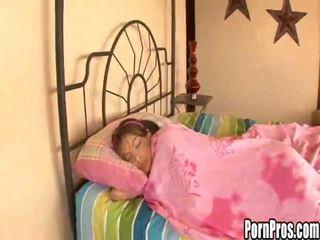 Forró fiatal csaj violated -ban alvás