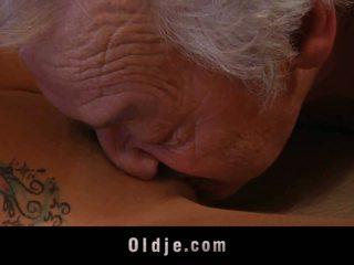 Islak eski adam shagging bir thin kırmızı amlı