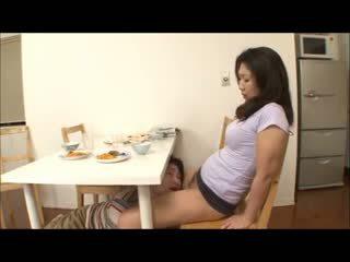 Japansk trinn mamma med ikke truse