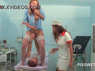 Lusty gynecologist pemasukan penumbuk dan licking beliau patients faraj