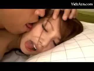 かわいい 女の子 getting 彼女の プッシー ファック 上の ザ· ベッド 精液 へ 舌 swallowing