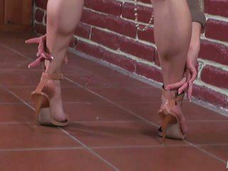 високі каблуки, фут фетиш, довгі ноги