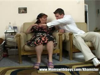 Érett hölgy rewards fiú mert takarítás