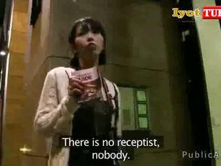 Delgada asiática turista paid la hotel para uno noche con su estrecho coño