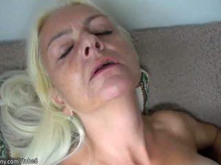 Oldnanny loira maduros e escrava morena jovem grávida masturbação