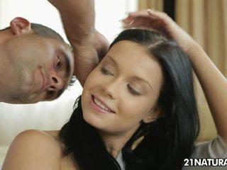 жорстке порно, поцілунки, пірсинг