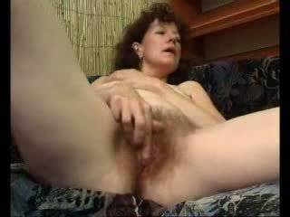 Loose Mama Teases Her Swollen Clit