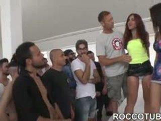 bruneta, zábava skupinový sex, ideálny výstrek