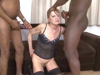 เซ็กส์ระหว่างคนต่างสีผิว โป๊ รุ่นยาย dped โดย two ดำ men ก้น และ