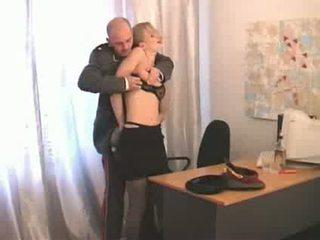 Російська начальник офіцер abusing нижче ranked дівчина soldier відео