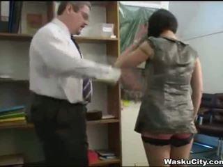 Brutal islak gömlek (thieving islak gömlek gets spanked tarafından boşalma duş)