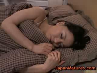 성숙한 큰 젖꼭지 miki sato 자위 에 침대 8 로 japanmatures