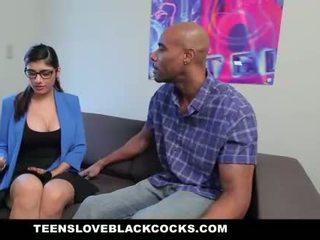 Mia khalifa fucks velký černý kohout