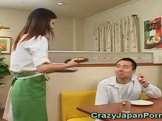 Τρελό πορνό με ιαπωνικό waitresses!