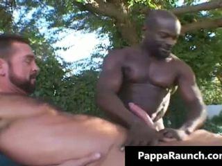 Groot zwart homo dude gets zijn zwart lul