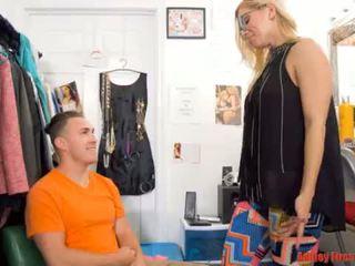 Mama works na a vyzliekanie klub (modern tabu rodina)