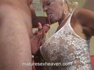 老 女士 does 她的 鄰居, 免費 該 swinging 奶奶 高清晰度 色情