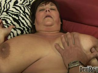 Wanita gemuk cantik receives beruntung dan enjoys sebuah baik keras weenie di dia corpulent alat kemaluan wanita