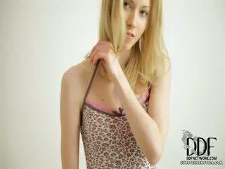 Saldas camila strips & seduces