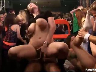 Gruppo sesso selvaggia patty a notte club
