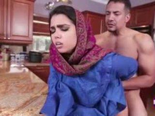 Ada sanchez gets qij në the guzhinë