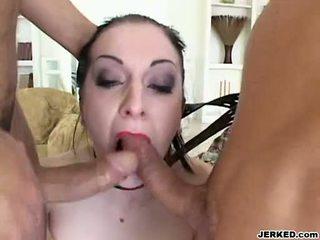 Renee pornero takes 2 ยาก นักกีฬา บน เธอ ปาก ที่ the เดียวกัน เวลา