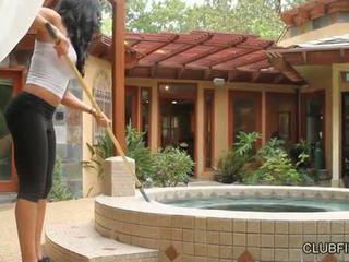 Aaliyah amor follada por lotus lain s strap en