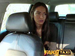 Faketaxi taxi driver fucks majlis gadis pada kerusi belakang