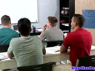 Spermas izšāviens loving skolotāja dominated uz klase