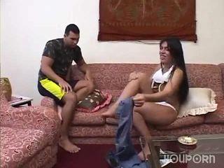 Хуй між її ноги є a сюрприз для це guy