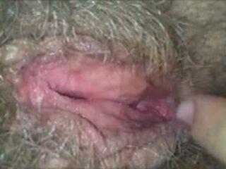 Licking ji poraščeni, mokro, babi muca