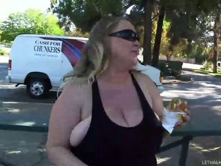 Hot chubby wife prefers hard boxing