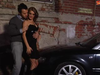 Automašīna sekss uz alley