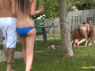 Sunny diamond e jessica swan em poolside porno festa