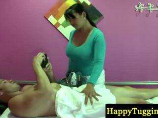Verklig asiatiskapojke masseuse welcomes kund