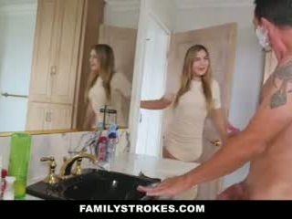 Familystrokes - tytär fucks step-dad kun taas äiti showers