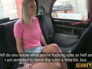 Sienna gets een chantage neuken in de auto