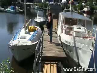 Gaidīts aboard no the jahta lesbos no the jūra daļa 3