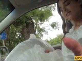 Runaway līgava amirah adara pounded ar stranger uz a automašīna