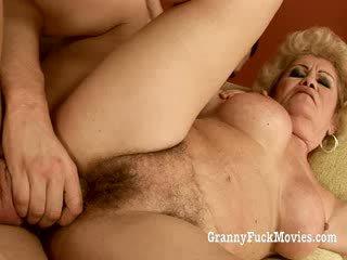 60 plus γιαγιά gets πατήσαμε σε αυτήν μαλλιαρό μουνί