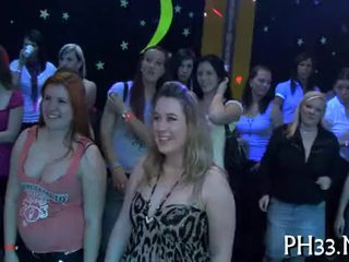 Lots av gangbang på dance gulv