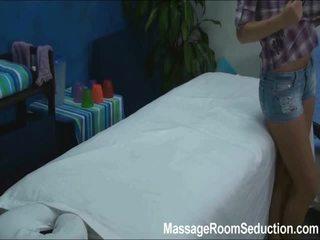 Cindy seduced i fucked przez jej masaż therapist na ukryty camera
