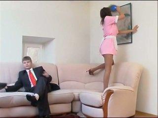 Jāšanās ar jauns housemaid