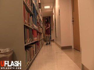 Naakt in publiek bibliotheek school- aziatisch amateur tiener webcam