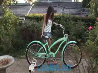 April oneil screws o bike! adicionado 02 18 2010