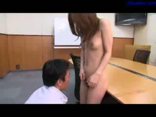Secretaresse halsband op neck licked fingered geneukt door 2 guys op de bureau in de vergadering kamer